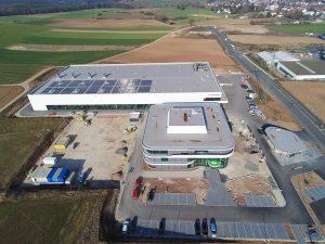 Die Luftaufnahmen zeigt das neue Werk des Unternehmens in der Siegfried-Hofmann-Straße. (Bild: Siegfried Hofmann)