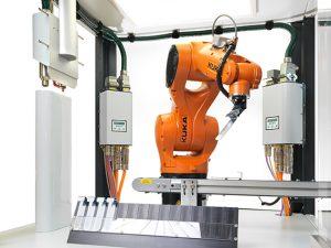 Plasmatreat bietet seinen Kunden u.a. individuelle Fertigungszellen mit Automatisierungslösungen zur nahtlosen und prozesssicheren Integration in Produktionslinien an. (Bild: Plasmatreat)