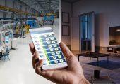Die Apperlaubt einen schnellen Zugriff auf alle wichtigen Informationen der Spritzgießmaschinen und erkennt selbstständig Abweichungen im Produktionsprozess. (Bild: Krauss Maffei)