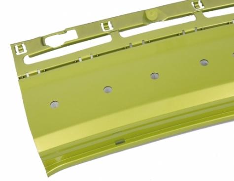 Weil die Sonotrode nicht in das lackierte Teil eindringt, kann dessen Materialstärke wesentlich geringer gestaltet werden.