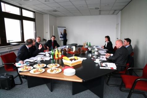 Passende Methoden zur Qualitätssicherung waren ein heiß diskutiertes Thema beim Expertengespräch Ende letzten Jahres, zu dem Prof. Ansgar Jaeger von der FHWürzburg-Schweinfurt und die Redaktion des Plastverarbeiter geladen hatte. Bilder: Redaktion