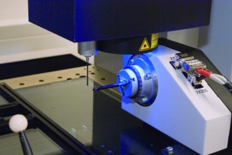 Optische Messung eines Schaftrohrs aus ABS für einen Kosmetikstift