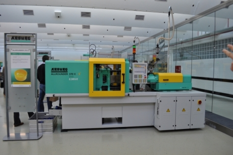 Als Weltpremiere angekündigt und in einem eigenen Raum präsentiert: Die neue Baureihe elektrischerSpritzgießmaschinen, die denUmstieg erleichtern soll.