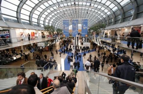 Die K war auch im vergangenen Jahr mit 3.100 Ausstellern aus 56 Ländern wieder Treffpunkt der internationalen Kunststoff- und Kautschuk- Industrie. Bild: Messe Düsseldorf