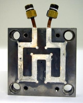 Schematische Darstellung der Integration der peripheren Komponenten in die Steuerung einer Arburg-Spritzgießmaschine für eine temperaturgesteuerte induktiv- variotherme  Prozessführung.