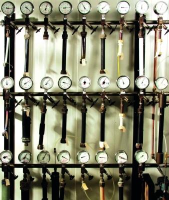 Bereits im Jahr 1956 hat die damalige Farbwerke Hoechst AG mit der Langzeit-Innendruckprüfung von Rohren aus HDPE begonnen.
