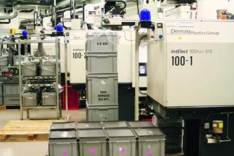 Ob Zahnrad oder Elementeträger: Von den über zwölf Intelect-Maschinen produzieren die meisten Produkte, die in Murten zur Fertigung von Kleinmotoren und Antrieben weiterverwendet werden. Bilder: Sumitomo (SHI) Demag
