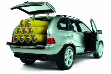 Der Leichtbau als Voraussetzung für die zukunftsträchtige Elektromobilität benötigt neue  Rohstoffkonzepte. Bild: babimu-Fotolia.com