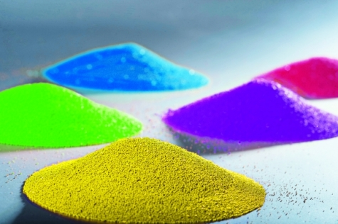 Mikrogranulat: 450 µm große  Farbpigmentträger auf Wachsbasis, Bild: Novosystems