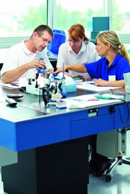 Industrie und Kliniken arbeiten eng  zusammen, wenn es um die Entwicklung neuer Medizintechnik-Produkte geht. Bild: ©Robert Kneschke-Fotolia.com