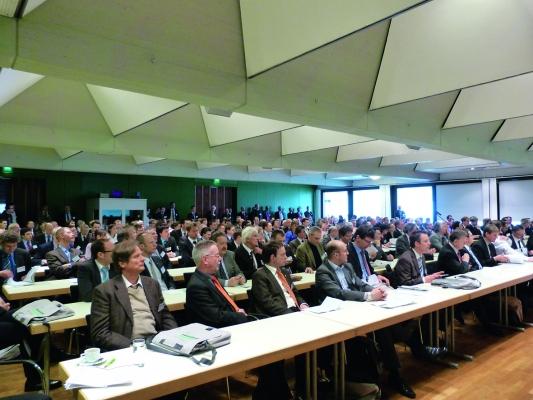 Der Workshop 'Leichtbaupotenziale von faserverstärkten Kunststoffen' war besonders gut besucht.  (Bildquelle: Redaktion PV, ega)