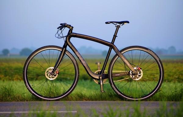 Der Carbonrahmen dieses Rennrads wird im Flechtverfahren – einem Sonderverfahren – in Serie gefertigt. Das Unternehmen erhielt den JEC-Innovations-Award 2012. (Bildquelle: Braid-Bikes)