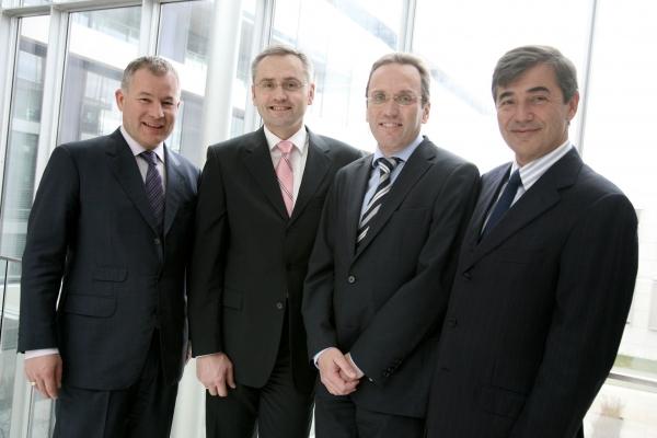 Die Geschäftsführer von Engel Austria: Peter Neumann (CEO), Gotthard Mayringer (CFO),  Christian Pum (CSO), Hubertus Schulte (CTO) (Bildquelle: Engel)