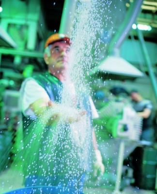 Granulat aus Rezyklat ist ein wertvoller Rohstoff (Bildquelle: Tönsmeier)