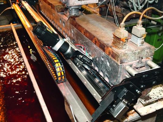 Das Düsen-Automatik-System im Einsatz  auf einer Extrusionslinie.  (Bildquelle: Maku Kunststoffmaschinen)