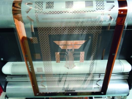 Sensoren und Leiterbahnen werden auf eine hinterspritzbare Folie gedruckt. Sie ist flexibel formbar und erhöht die Designmöglichkeiten.  (Bildquelle: Engel Austria)