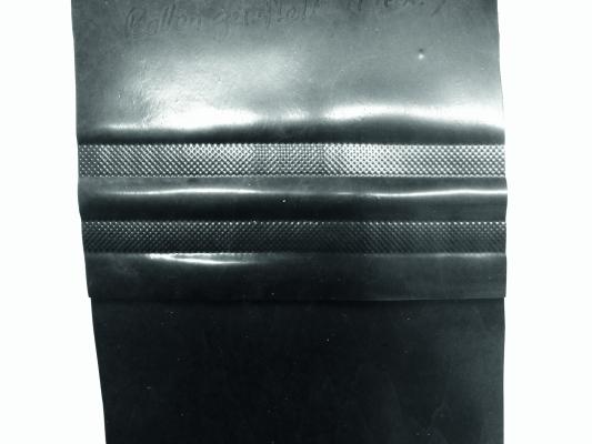 Mit unterschiedlichen Andruckrollen erzeugte Schweißnähte. (Andrückrolle mit maximaler Riffelung) (Bildquelle: Solvay Vinyloop / Leister)