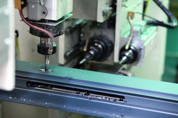 Ob Zuschnitt, Zerspanung, Montage oder Handhabungstechnik – mit der Software-Entwicklungsumgebung lassen sich alle CNC- und Automatisierungsaufgaben lösen. (Bildquelle: Fotolia Konstantin Yuganov.com)