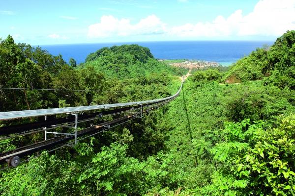 Für den Skilift- und Gondelspezialisten Doppelmayr ist der Materialtransport schon lange kein Neuland mehr. Zu den spektakulärsten Anwendungen zählt beispielsweise das 2008 in Papua Neuguinea installierte Ropecon-System. (Bildquelle: Zeppelin Systems)