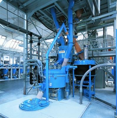 Um Produktions- und Mischanlagen für Kunststoffe effizienter zu gestalten, wurde der Hoch- leistungsmischer HCE entwickelt. (Bildquelle: Zeppelin Systems)