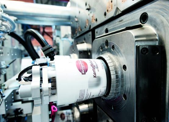 Per Inmould-Labeling lassen sich Verpackungen mit Design-Labels auf der Außenseite (Bild) und mit Barriere-Eigenschaften ausstatten. (Bildquelle: Pöppelmann)