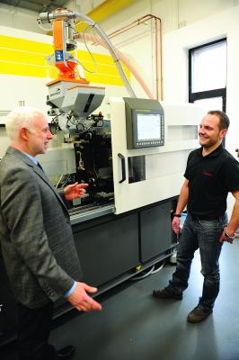 """Magnus Mohren, vom Fanuc Technikzentrum, umreißt es so: """"Maschinentechnik braucht erstklassige Peripherie."""" (Bildquelle: Motan-Colortronics )"""