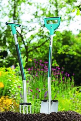 Die beiden Griffvarianten der Gartengeräteserie Terraline. (Bildquelle: Gardena)