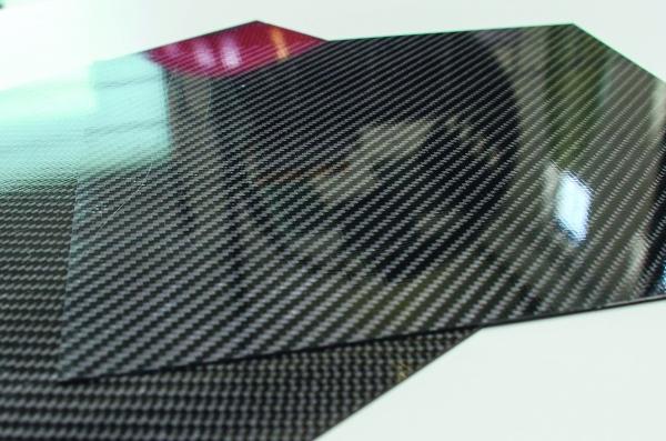 Mit RPM hergestellte CFK-Platten und  Sandwichstrukturen. (Bildquelle: LZS)