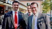 Minister zu Guttenberg gratuliert Stephan Hoster zur Gründung