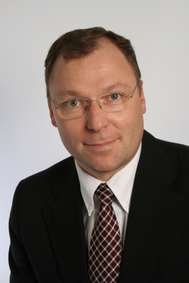 Dr. Ralf Holschumacher folgt auf <b>Dieter Freitag</b>, Michelin. - 16953_1