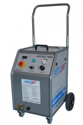 Einfaches Handling, niedrigen Luftverbrauch und eine handliche Strahlpistole bietet das speziell für die Kunststoffbranche entwickelte Trockeneisstrahlgerät. Bild: Asco