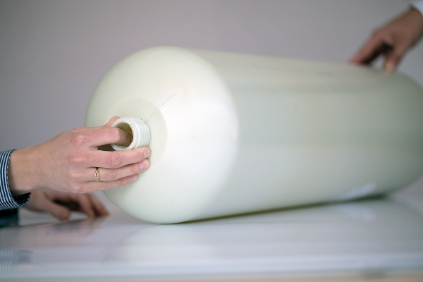 Da sowohl Spritzguss- als auch Blasform-Typen erhältlich sind, ermöglicht dieses widerstandsfähige Material eine kostengünstige, gesteigerte Produktion von dünnwandigen Konstruktionen. (Bildquelle: DSM High Performance Fibers)