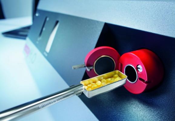 Die Messung erfolgt mittels eines Wasser-Sensors und ist mit geringem Bedienaufwand einfach und schnell durchführbar.  (Bildquelle: Krahl Messtechnik)