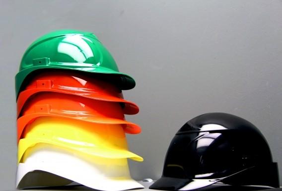 Das permanent antistatische PP-Compound von Grafe ermöglicht die Herstellung eines farbigen, leitfähigen Helmes.  (Bildquelle: Grafe)